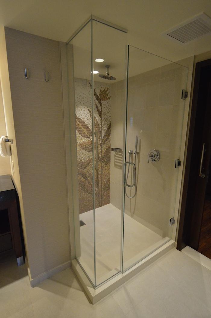 ヒルトンのホクラニのシャワー
