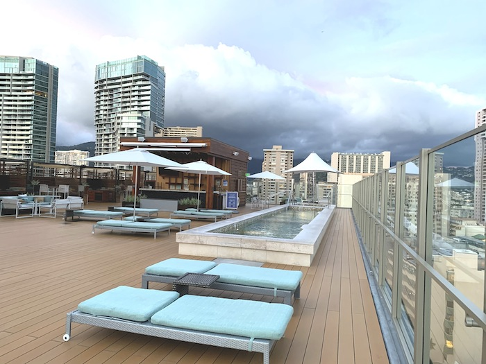 ホクラニの屋上のプール