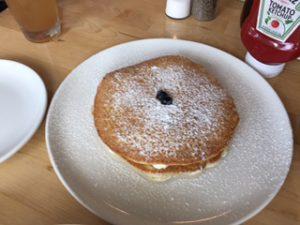 パンケーキはラズベリー入り