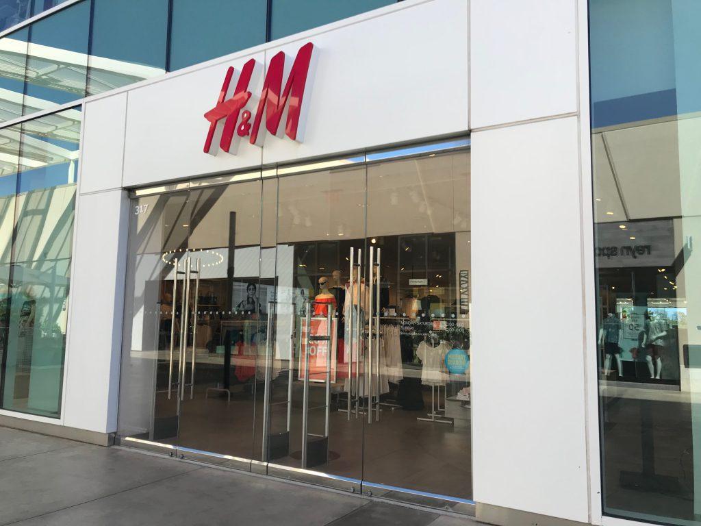 マリオットから近いカポレイのカマカナアリイ・ショッピング・センターのH&M