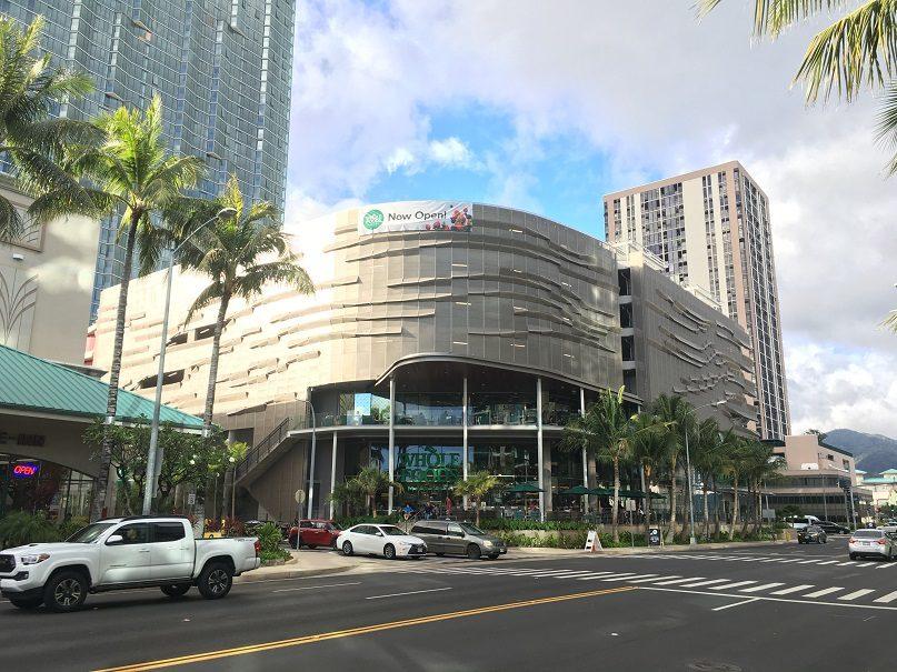 ハワイ州内最大!カカアコの2階建てのホールフーズ