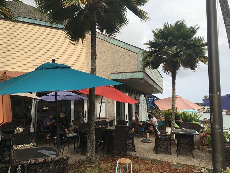 海を見ながらこだわりのハワイ産コーヒーが飲めるカフェ