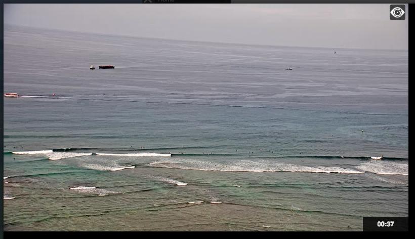 ハワイでワイキキビーチのライブカメラ