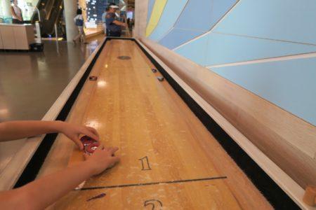 カカアコのホールフーズに2階にあるゲームの遊び方