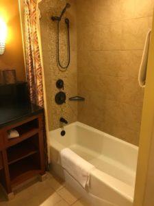 アウラニのスタジオ・ルームのお風呂