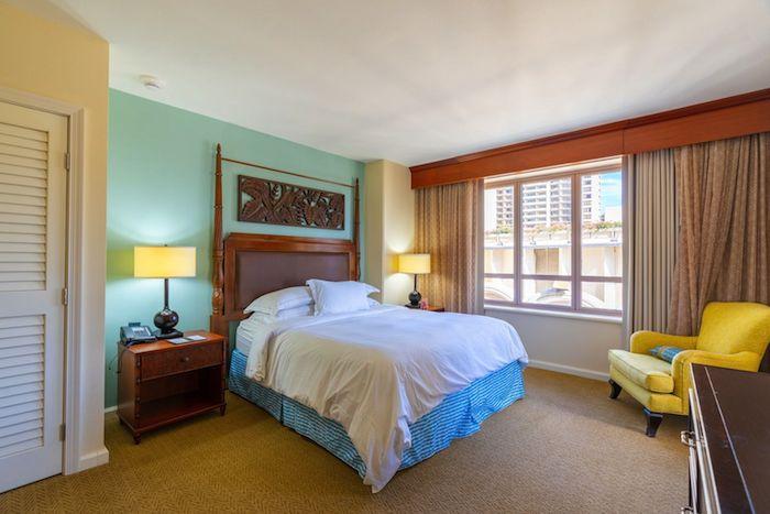 グランドワイキキアン1LDKパーシャルオーシャンビューの寝室