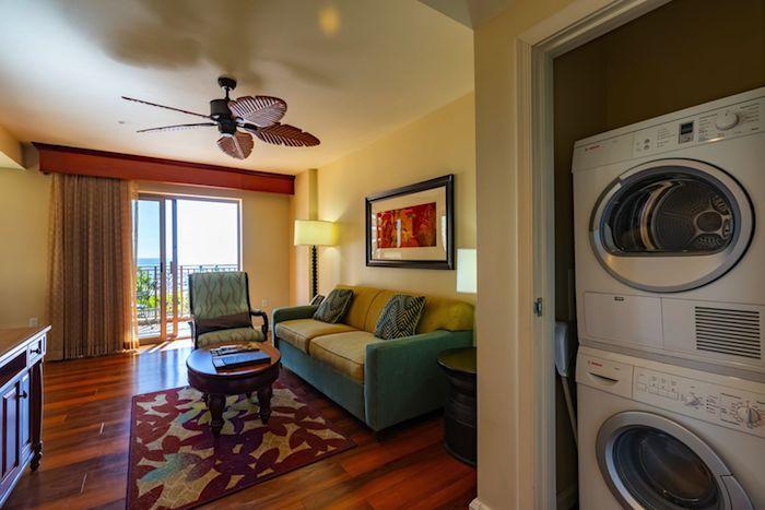 グランドワイキキアン1LDKパーシャルオーシャンビューのお部屋に入る洗濯機と乾燥機