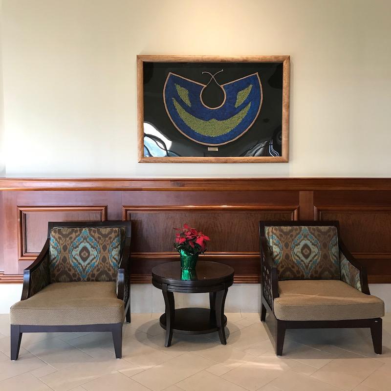 椅子の生地の張り替えやアートの移動等があり、印象が少しモダンになりました。