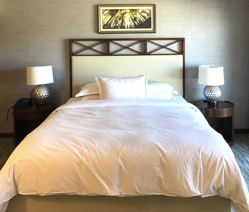 ヒルトンワイキキアンのペントハウス3711号室の主寝室(マスターベッドルーム)