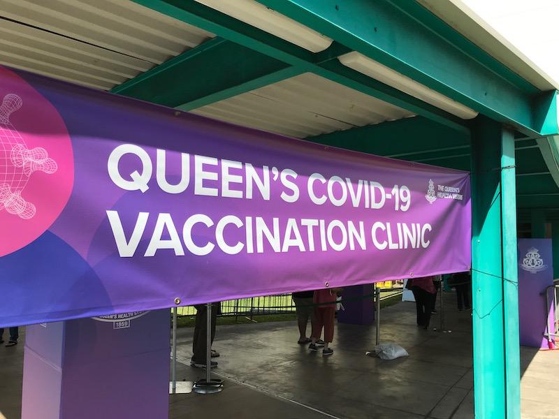 クィーンズ病院コロナワクチン会場に到着