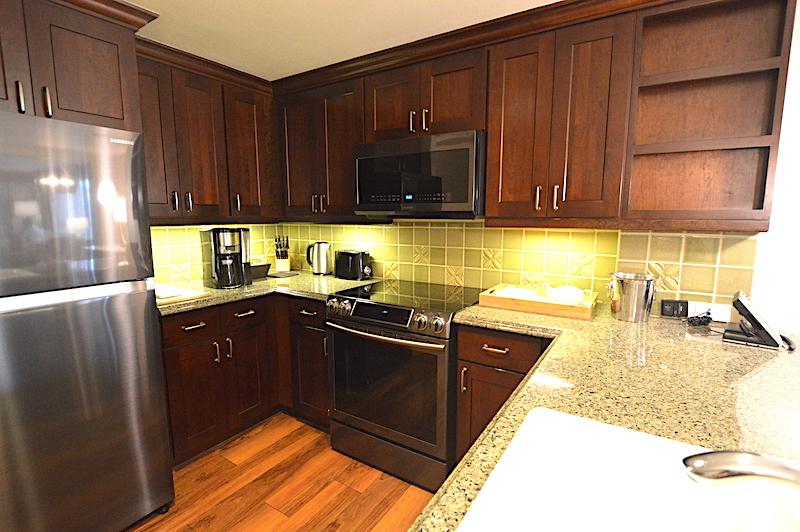 ヒルトンワイキキアンのペントハウス3711号室のキッチン