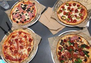 焼き立てピザ